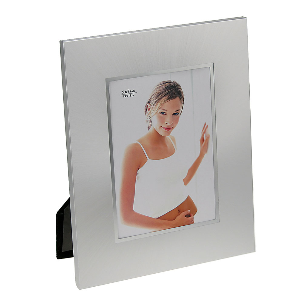 "Sleek Photo Frame with Silver Border (5""x7"")"